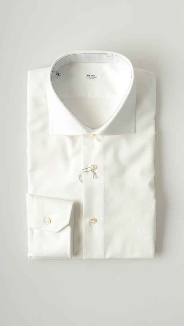 قميص أبيض