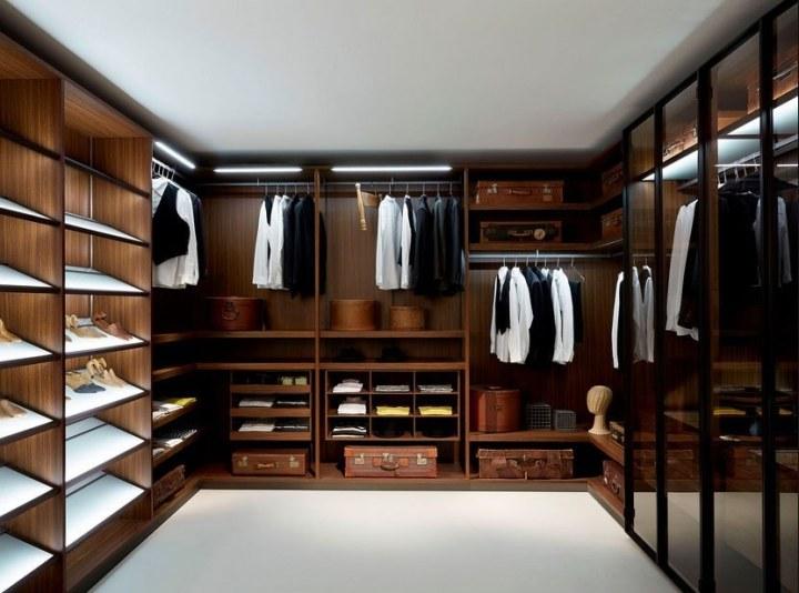دليلك لـ 10 قطع اساسية في خزانةالرجل