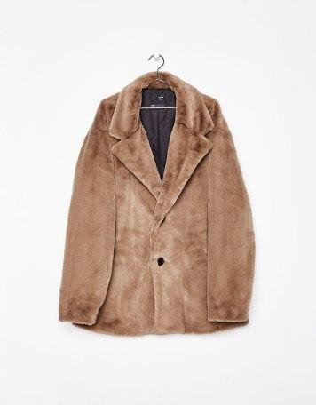 معطف قصير من الفراء الصناعي من Bershka